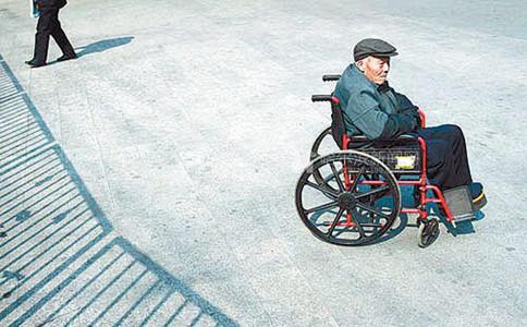 申论热点:老年护理需向末端延伸